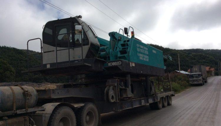 Vận chuyển xe cẩu bánh xích 250 tấn Kobelco CKE2500 đi Hongsa Lào
