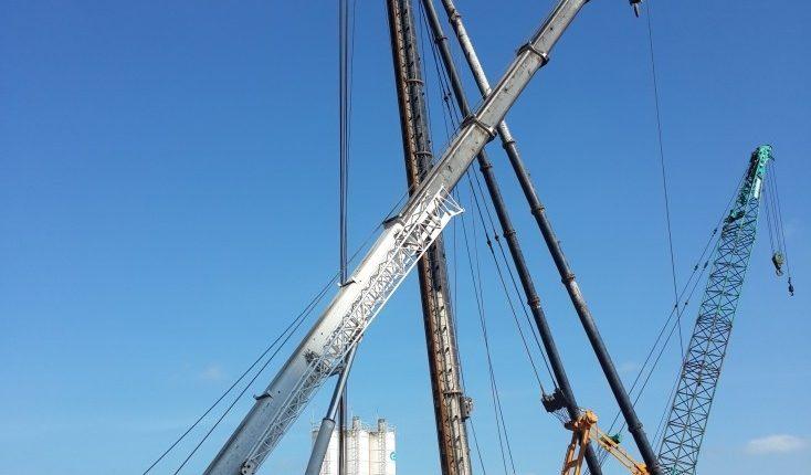 Hạ an toan máy đóng cọc Kobelco ở độ cao 30m