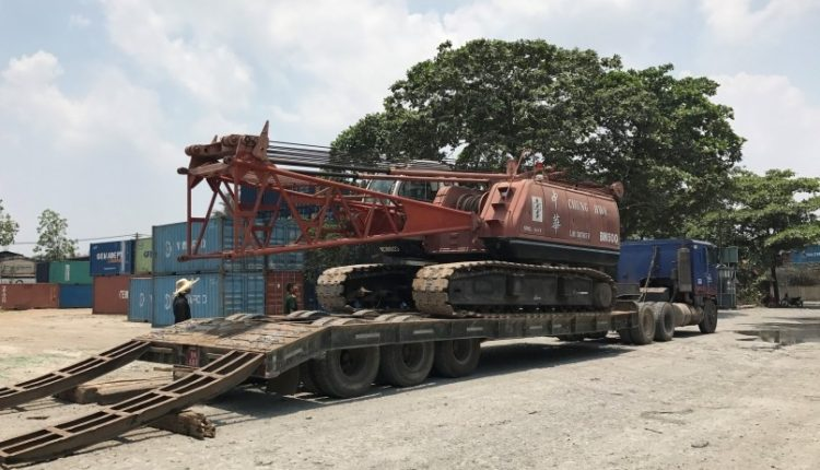 Vận chuyển và tháo lắp xe cẩu bánh xích 50 tấn