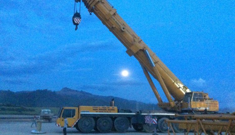 Vận chuyển cẩu bánh lốp 500 tấn Liebherr LTM1500-8.1 sang Lào