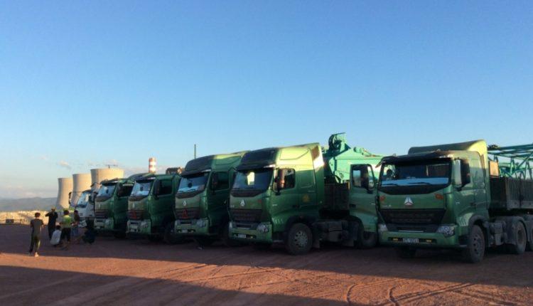 Vận chuyển cẩu bánh xích 250 tấn đi Hongsa Lào